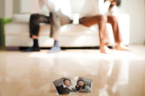 Cứ giận là chồng đập phá - 1