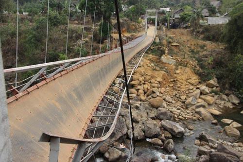 Vụ sập cầu ở Lai Châu: 7 nạn nhân vẫn nguy kịch - 2