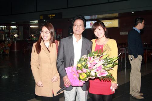 71 tuổi, Chế Linh trẻ trung bên vợ - 6