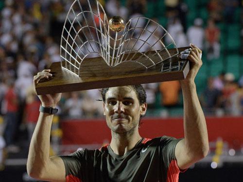 Nadal phớt lờ kiều nữ nhặt bóng ở Rio Open - 1