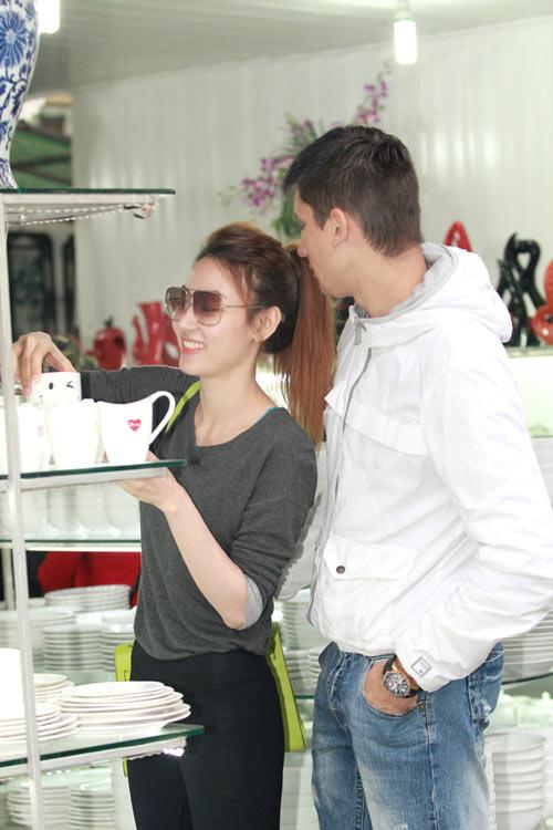 Ngân Khánh đưa bạn nhảy Tây khám phá Hà Nội - 3