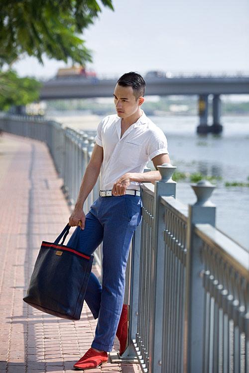 Chàng công sở sành điệu với quần hồng giày đỏ - 11