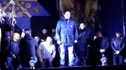 Ukraine: Cảnh sát cúi đầu cầu xin dân tha thứ - 3