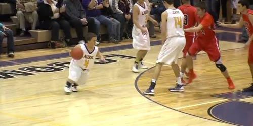 Chú lùn cao 1m21 gây sốc ở sân bóng rổ - 1