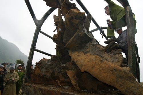 Xem khối gỗ sưa tiền tỷ được trục vớt thành công - 6