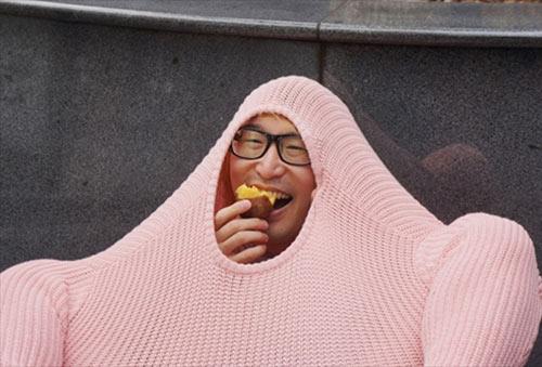 Chàng trai Nhật làm gà đi khắp phố - 11
