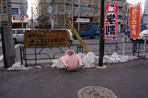 Chàng trai Nhật làm gà đi khắp phố - 6