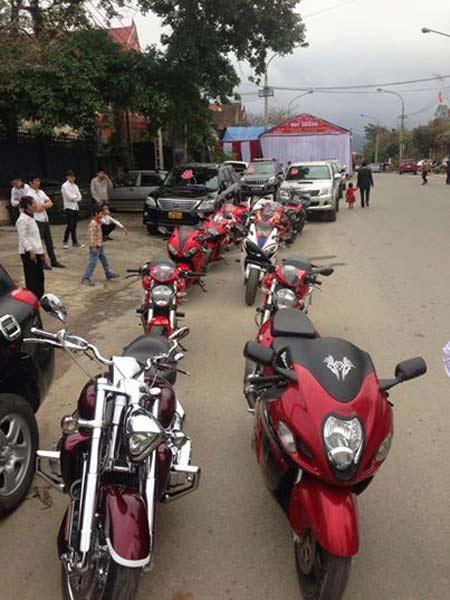 Đám cưới đầy vàng và siêu xe tại phố núi Hà Tĩnh - 2