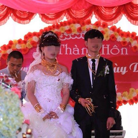 Đám cưới đầy vàng và siêu xe tại phố núi Hà Tĩnh - 1