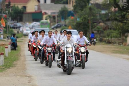 Đám cưới đầy vàng và siêu xe tại phố núi Hà Tĩnh - 3