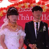 Đám cưới đầy vàng và siêu xe tại phố núi Hà Tĩnh