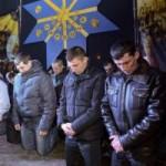 Tin tức trong ngày - Ukraine: Cảnh sát cúi đầu cầu xin dân tha thứ
