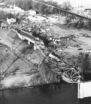 Cầu treo và những thảm họa kinh hoàng - 1