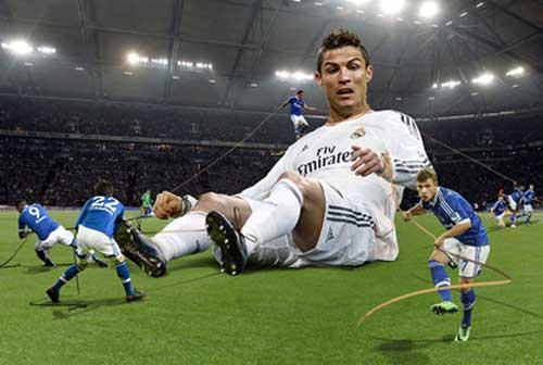"""Ibra đua Ronaldo: """"Gã điên"""" và """"Quái vật"""" - 2"""