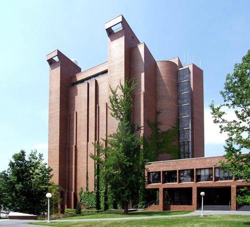 Những trường ĐH có kiến trúc lạ nhất thế giới - 2