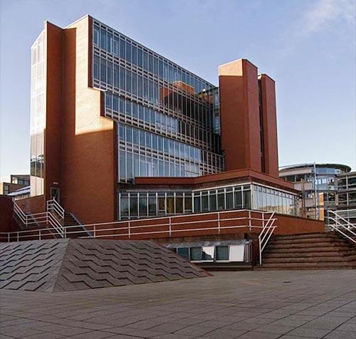 Những trường ĐH có kiến trúc lạ nhất thế giới - 4