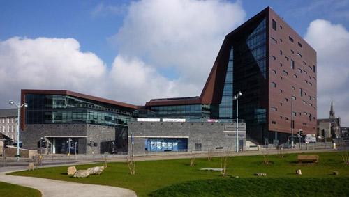Những trường ĐH có kiến trúc lạ nhất thế giới - 12