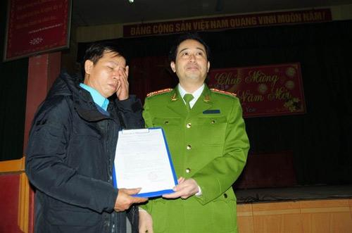 Bộ CA làm việc với ông Chấn về quá trình ép cung - 1