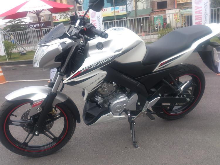 Chiếc xe côn tay thể thao FZ150i vừa được Yamaha ra mắt đang khiến phân khúc nake-bike trở nên náo nhiệt hơn.