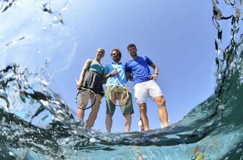 Mỹ nhân & Baby Federer chơi tennis trên biển - 3