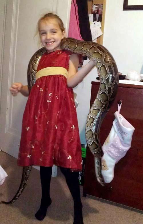 Cô bé 9 tuổi thích ngủ chung với rắn - 6