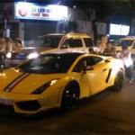 Ô tô - Xe máy - Lamborghini Gallardo vừa đi vừa đẩy ở Sài Gòn