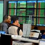 Tài chính - Bất động sản - Cổ phiếu ngân hàng giúp chứng khoán bớt thê thảm