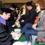Giáo dục - du học - Hàn Quốc: Giảng viên rửa chân cho sinh viên