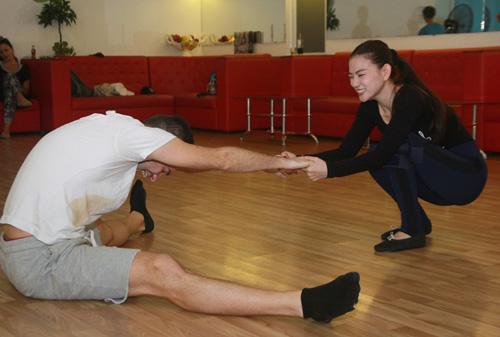 Thu Thủy chịu đau ép dẻo trên sàn nhảy - 5