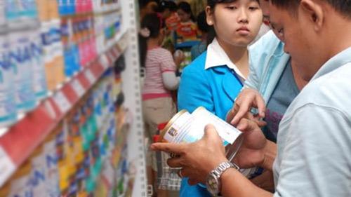 Làm rõ nghi vấn các DN sữa liên kết tăng giá - 1