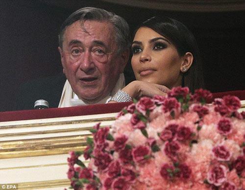 Tỷ phú chi 11 tỷ hẹn hò Kim Kardashian tức giận - 10