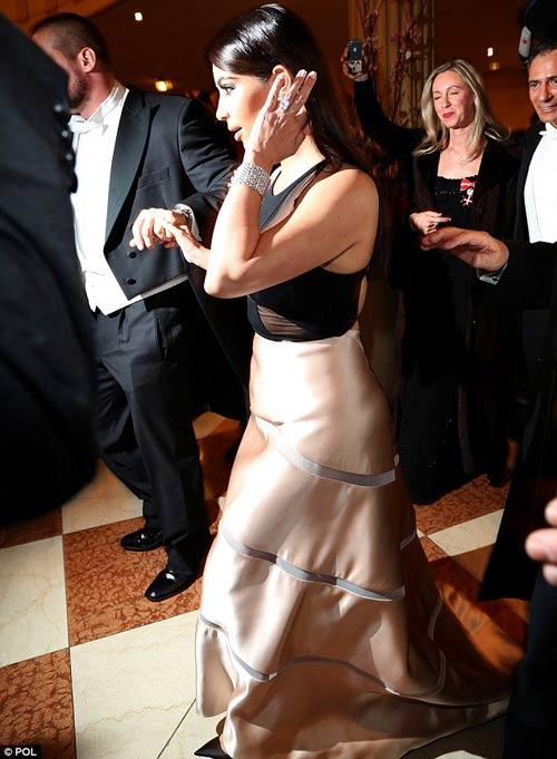 Tỷ phú chi 11 tỷ hẹn hò Kim Kardashian tức giận - 6