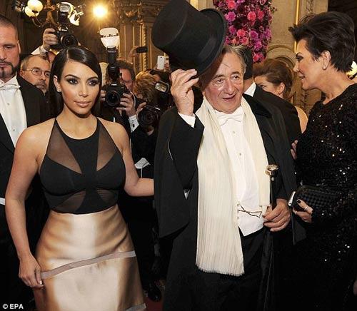 Tỷ phú chi 11 tỷ hẹn hò Kim Kardashian tức giận - 9