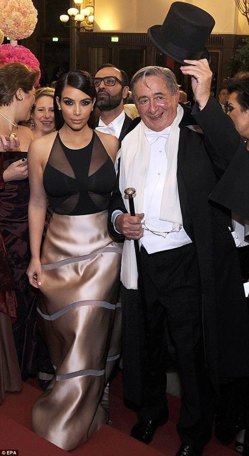 Tỷ phú chi 11 tỷ hẹn hò Kim Kardashian tức giận - 2