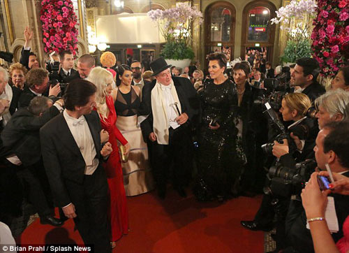 Tỷ phú chi 11 tỷ hẹn hò Kim Kardashian tức giận - 8