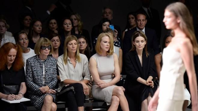 Cuộc chiến hàng ghế VIP ở Tuần lễ thời trang - 1