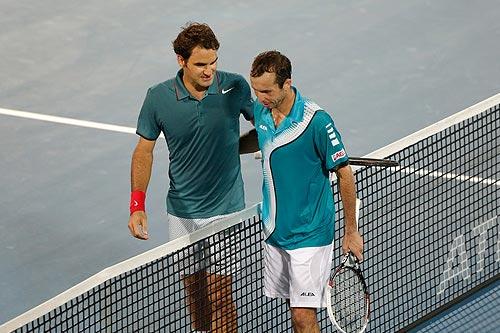 Pha bay người lốp bóng đánh bại Federer - 1