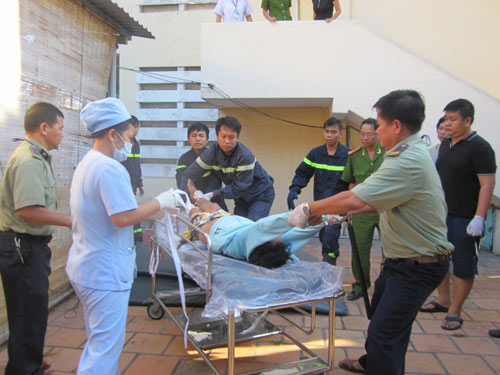 Nam thanh niên nhảy lầu bệnh viện tự tử - 1