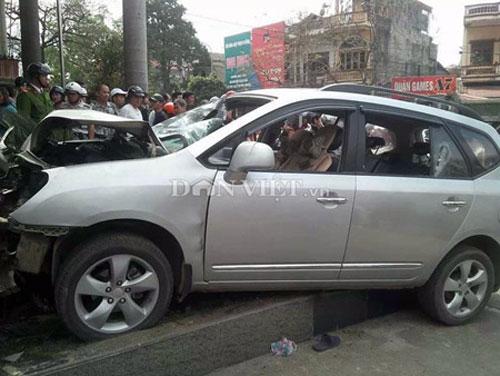 Chém dã man 3 người, lái ôtô tông chết bảo vệ - 2