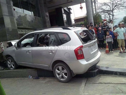 Chém dã man 3 người, lái ôtô tông chết bảo vệ - 3