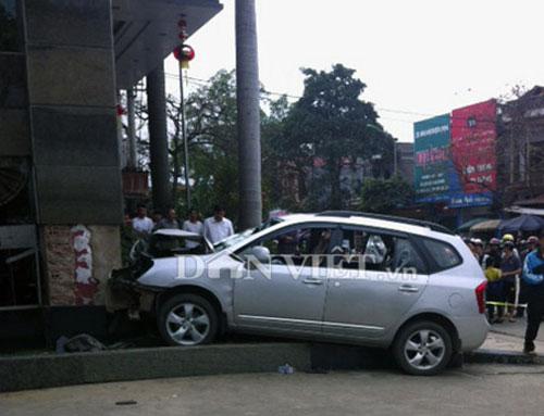 Chém dã man 3 người, lái ôtô tông chết bảo vệ - 5