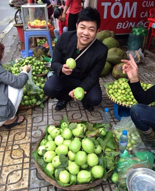 Quang Lê đi lễ phủ Tây Hồ cùng hoa hậu - 8