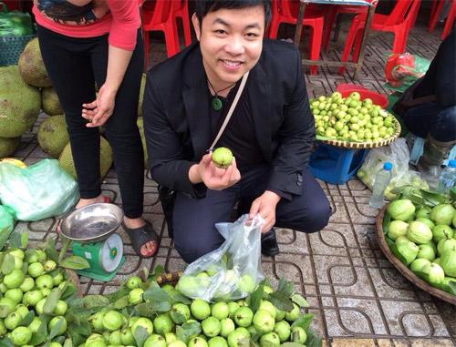 Quang Lê đi lễ phủ Tây Hồ cùng hoa hậu - 9
