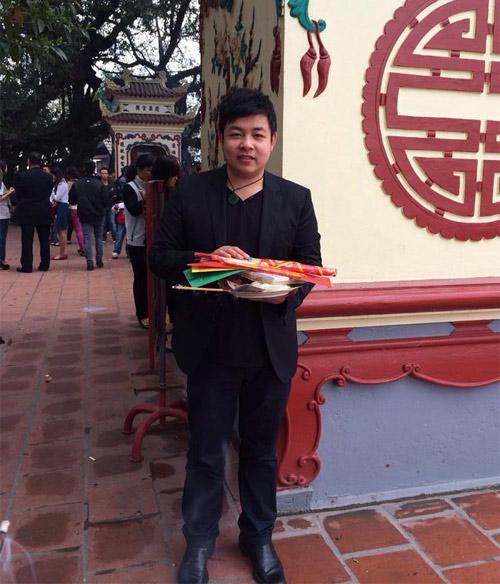 Quang Lê đi lễ phủ Tây Hồ cùng hoa hậu - 5