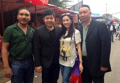 Quang Lê đi lễ phủ Tây Hồ cùng hoa hậu - 6