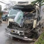 Tin tức trong ngày - Tai nạn liên hoàn, tài xế mắc kẹt trong cabin
