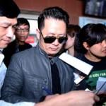 Ngôi sao điện ảnh - Bằng Kiều mỏi tay ký tặng fan Hà Nội