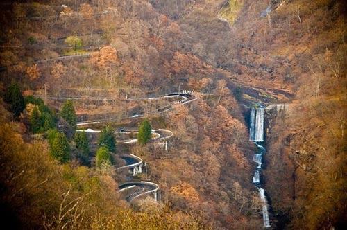 Đánh võng ở cung đường lắt léo nhất Nhật Bản - 5