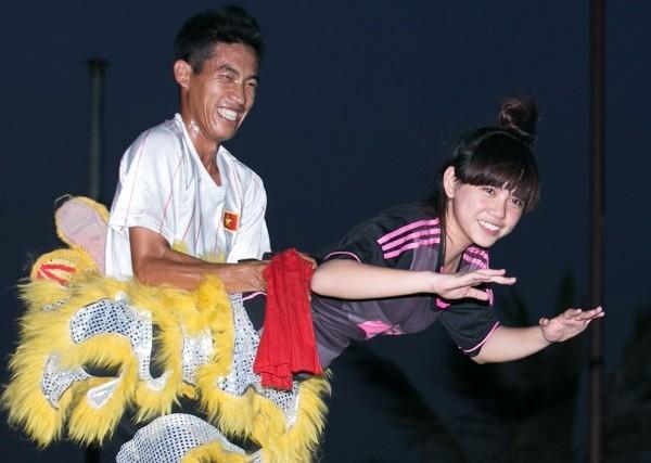 9x xinh xắn lập kỷ lục VN về múa sư tử