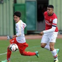 'U19 Việt Nam đá V.League sẽ bị chém gãy chân'
